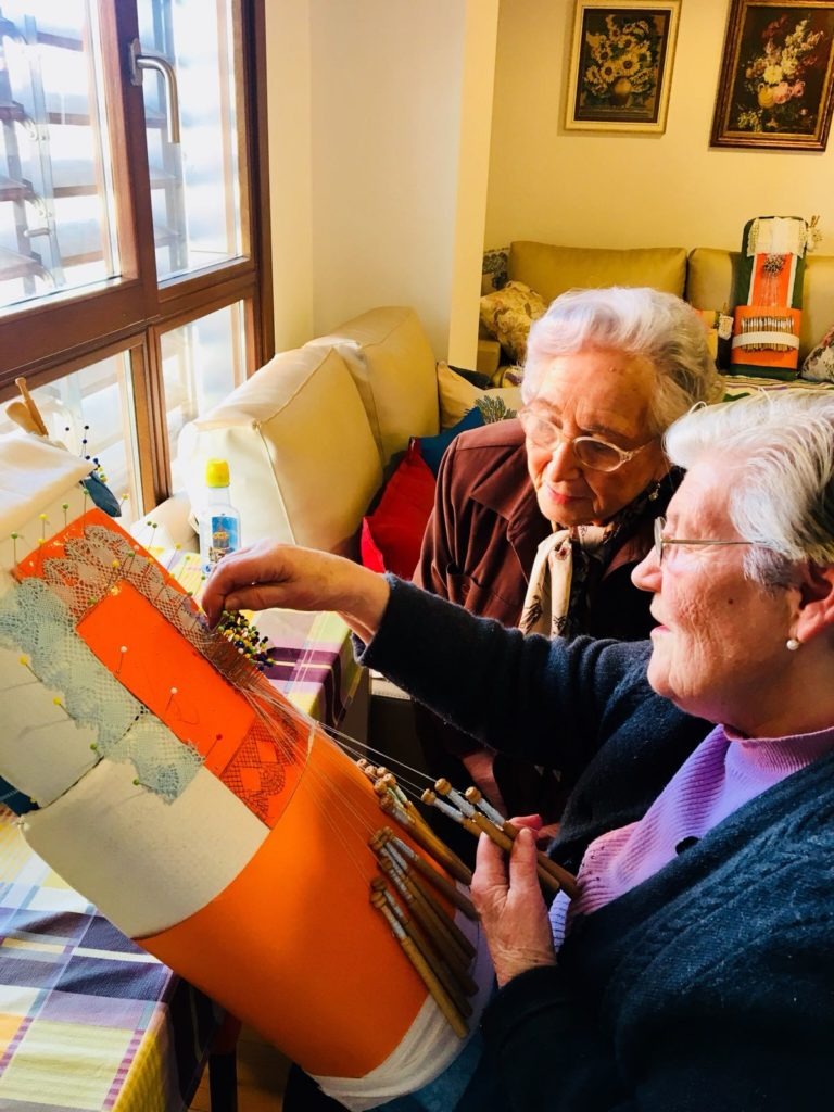 apartamentos para mayores laborterapia residencia albertia moratalaz madrid encaje de bolillos