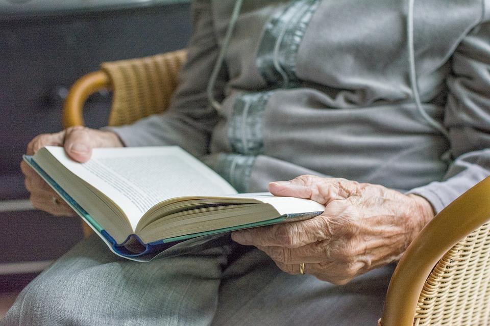 libro de la memoria atencion centtrada en la persona acp albertia servicios sociosanitarios moratalaz residencia centro de dia apartamentos senior