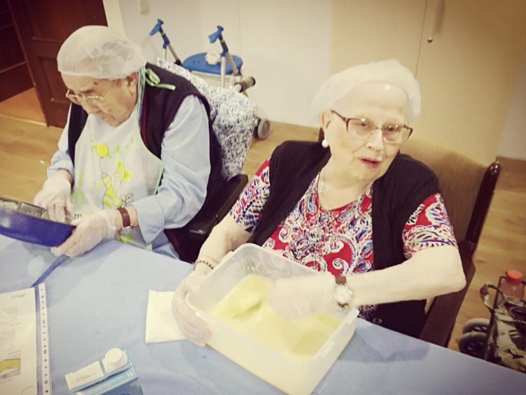 esidencia de mayores de Azuequeca albertia las palmeras taller de cocina