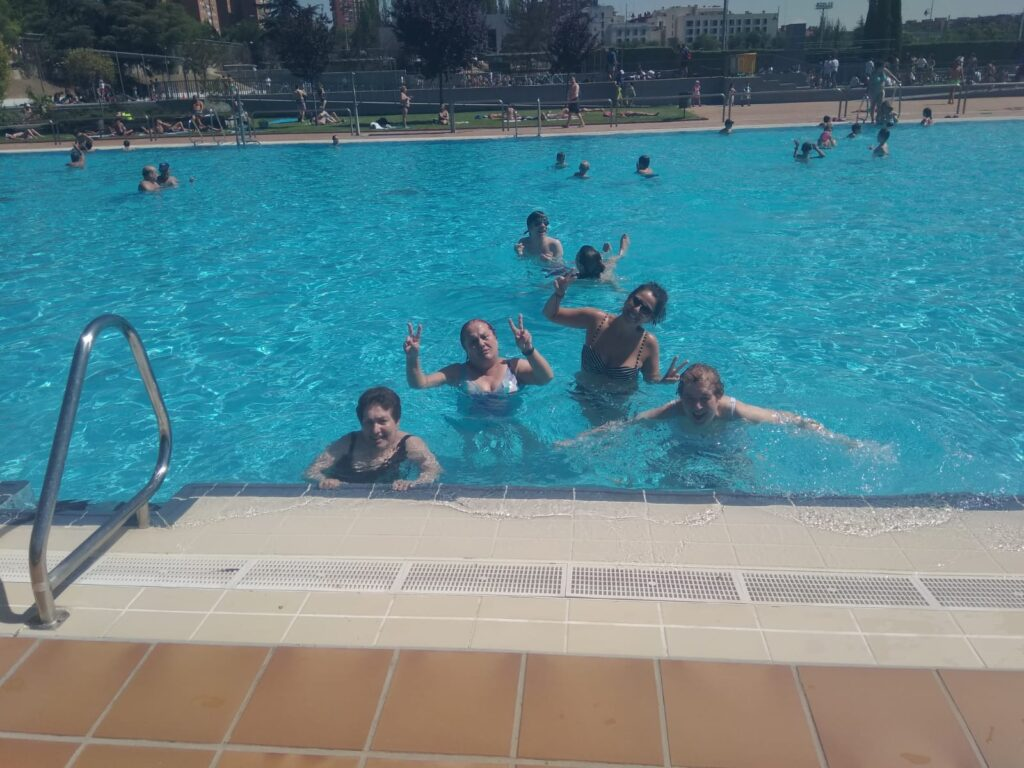 actividades vida diaria piscina residencia mayores albertia moratalaz