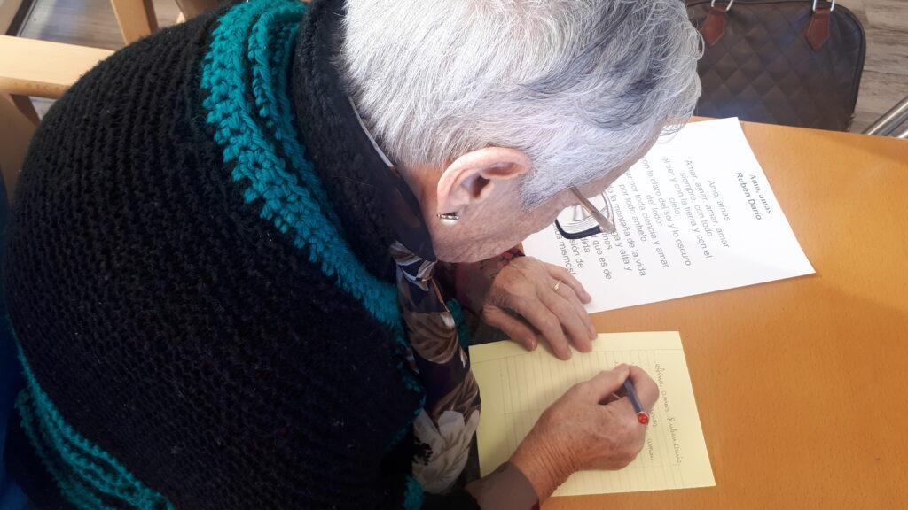 dia internacional escritura a mano residencia personas mayores
