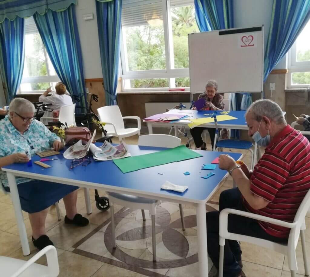 taller manualidades residencia mayores albertia puertollano